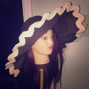 Bag Lady sun hat by Mudpie